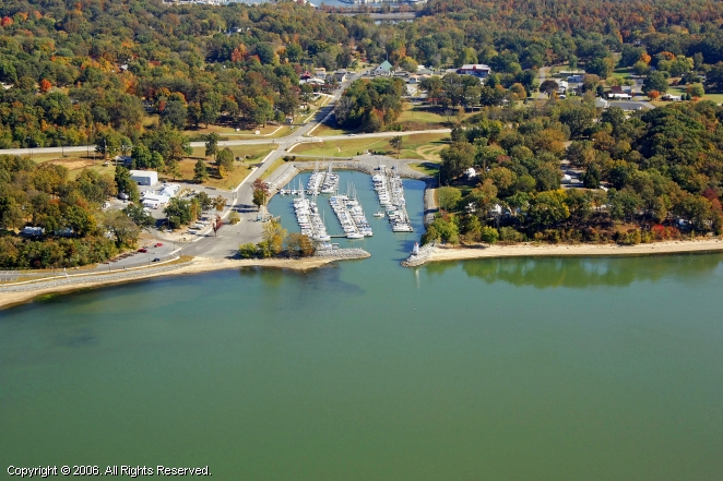 Grand Rivers (KY) United States  city photo : Lighthouse Landing Marina in Grand Rivers, Kentucky, United States