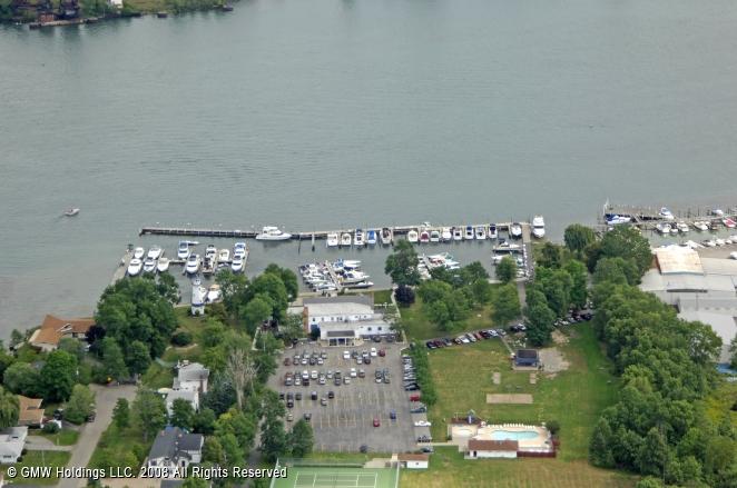 buffalo launch club  dock in grand island  new york  united states
