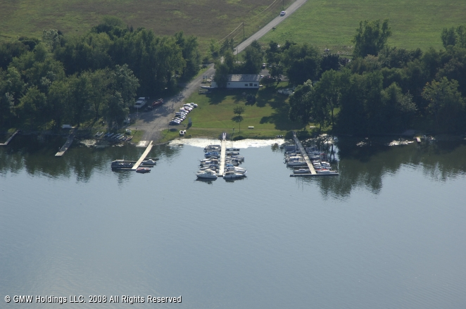 Cross Lake Inn & Marina