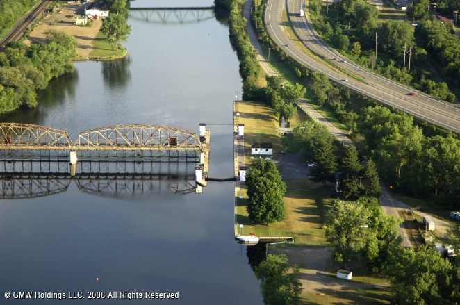 Canals In The United States : Erie canal lock fort plain new york united states