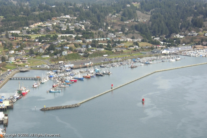 newport commercial fishing harbor in newport oregon