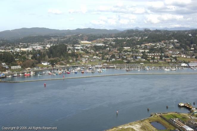 Newport commercial fishing harbor in newport oregon for Newport oregon fishing