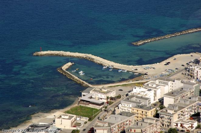 Mola Di Bari Italy  city photos gallery : Porto di Mola di Bari, Italy