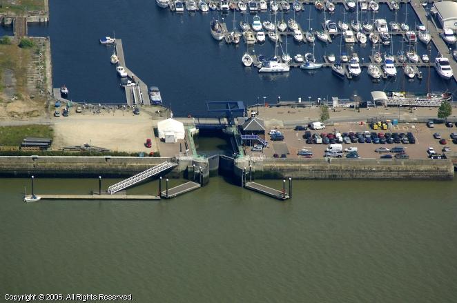 Chatham United Kingdom  city photos gallery : Chatham Maritime Lock, Chatham, England, United Kingdom