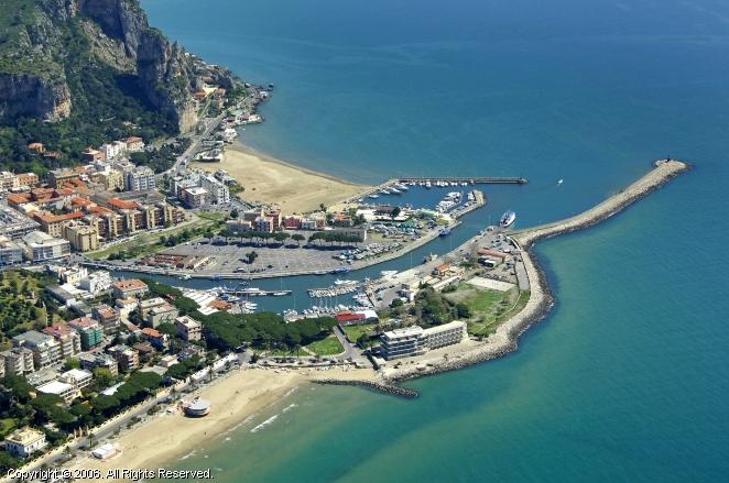 Terracina Italy  city photos gallery : Terracina Harbour, Terracina, Italy