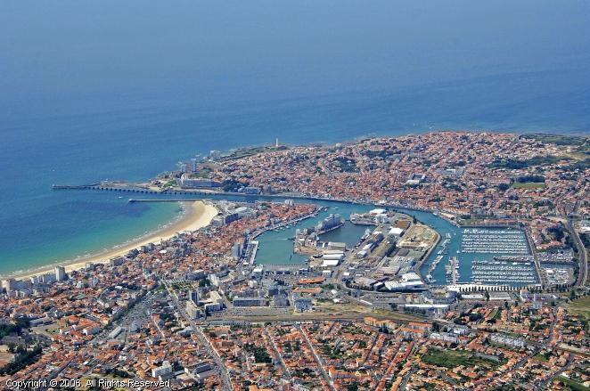 Port olona marina in pays de la loire france - Restaurant le port les sables d olonne ...